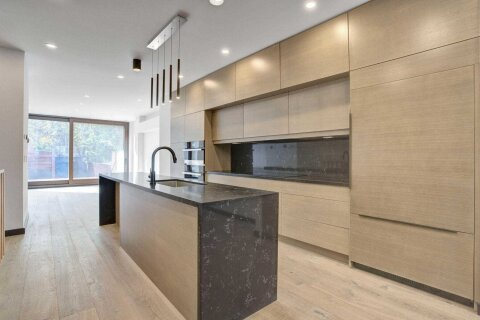 Townhouse for sale at 870 Shaw St Toronto Ontario - MLS: W4969560