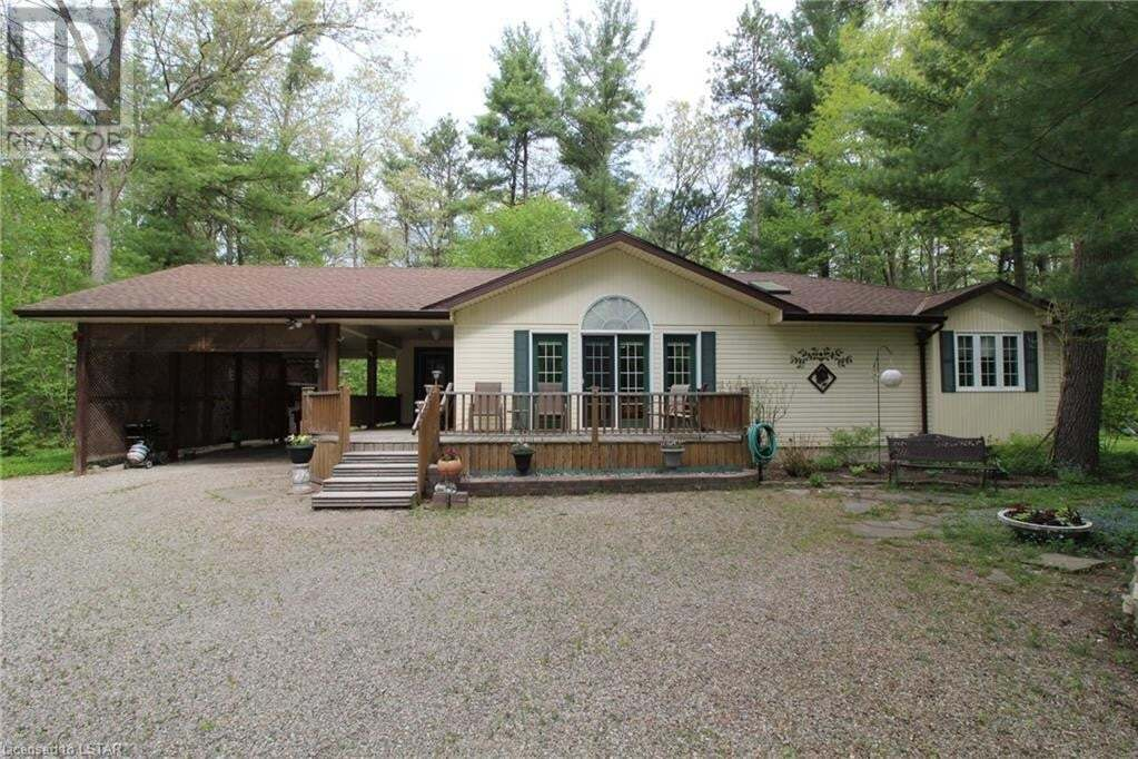 House for sale at 8766 Timberwood Tr Lambton Shores (munic) Ontario - MLS: 261657