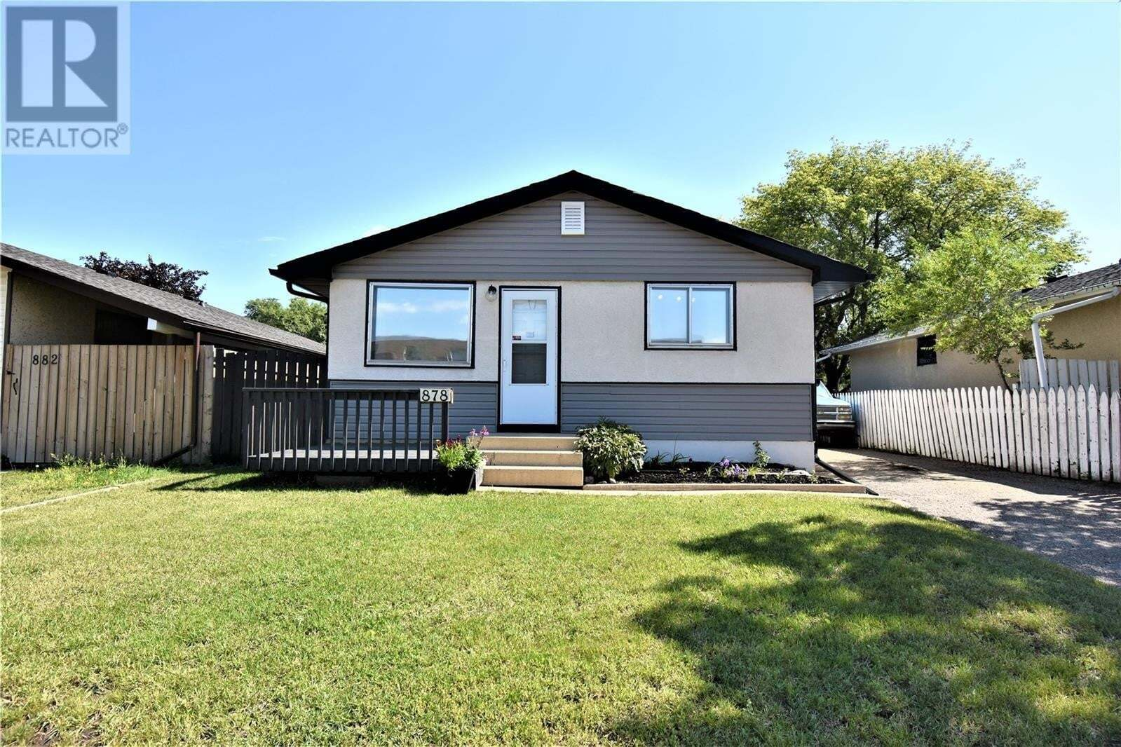 House for sale at 878 Confederation Dr Saskatoon Saskatchewan - MLS: SK828206