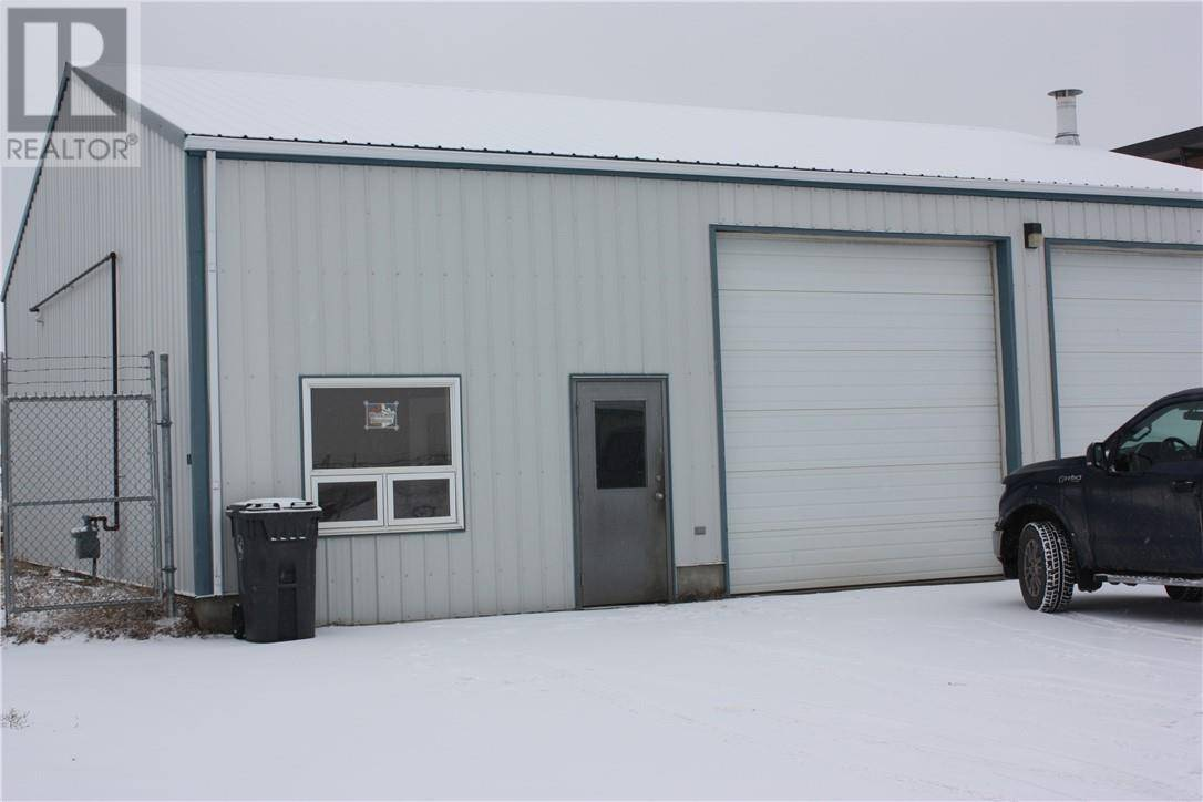 Commercial property for sale at 880 Elk Ave Pincher Creek Alberta - MLS: ld0188280
