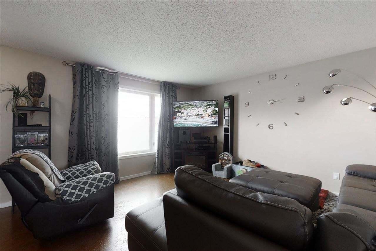 8811 152b Avenue NW, Edmonton | Image 2