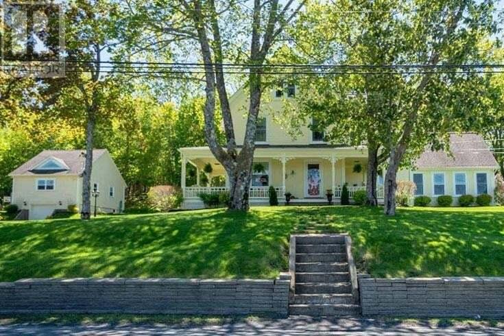 House for sale at 882 Main St Mahone Bay Nova Scotia - MLS: 202003624