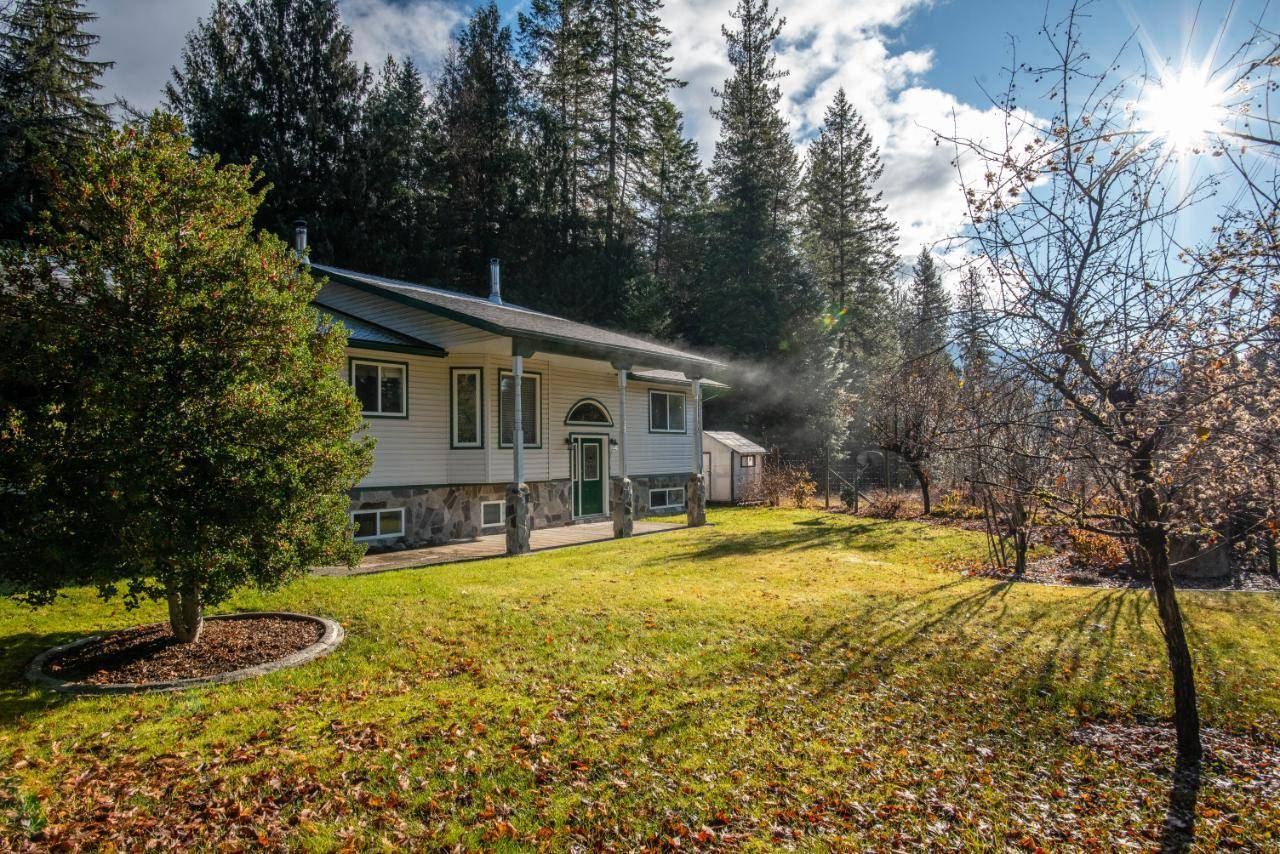 House for sale at 8820 Slocan South Road  Village Of Slocan British Columbia - MLS: 2451253