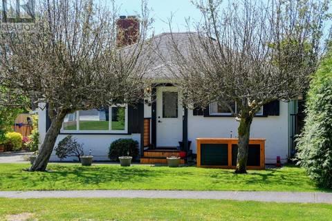 House for sale at 89 Regina Ave Victoria British Columbia - MLS: 411259