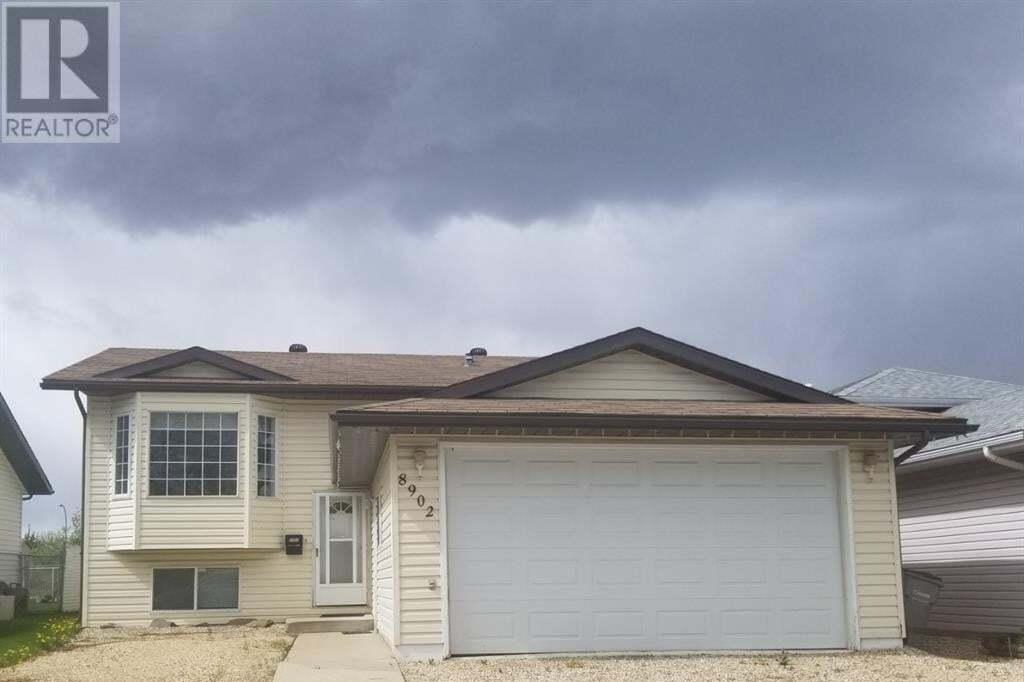 House for sale at 8902 104 Ave Grande Prairie Alberta - MLS: GP215087