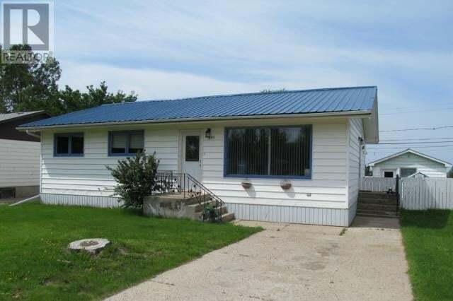 House for sale at 895 Centre St Shaunavon Saskatchewan - MLS: SK826762