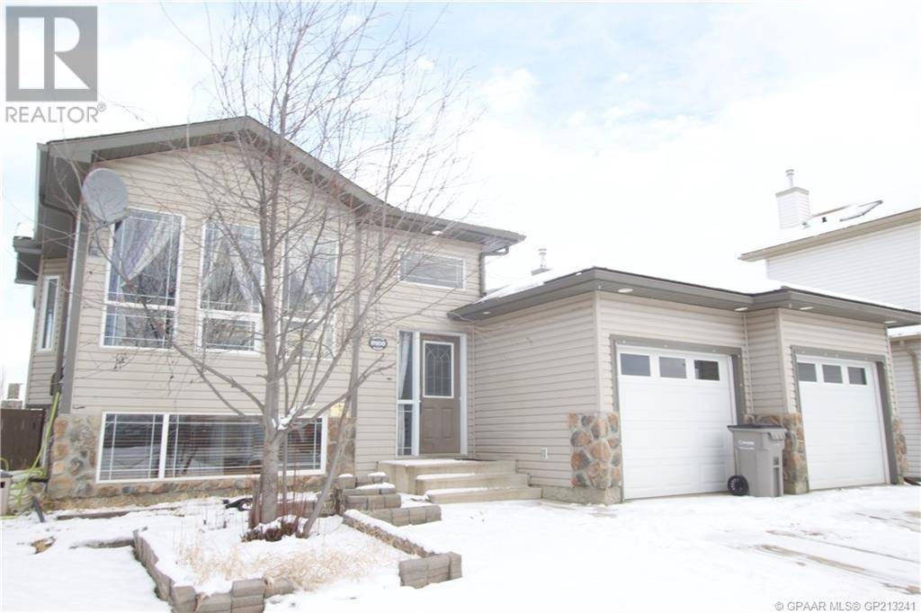 House for sale at 8950 115 Ave Grande Prairie Alberta - MLS: GP213241