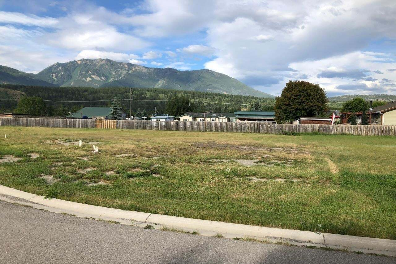 Residential property for sale at 8957 Columbia View Crescent  Canal Flats British Columbia - MLS: 2453179