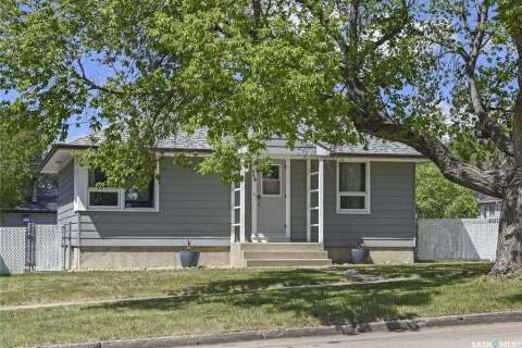 House for sale at 898 6th Ave NW Moose Jaw Saskatchewan - MLS: SK810140