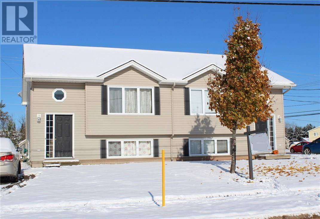 Townhouse for sale at 9 Rennick Rd Moncton New Brunswick - MLS: M126266