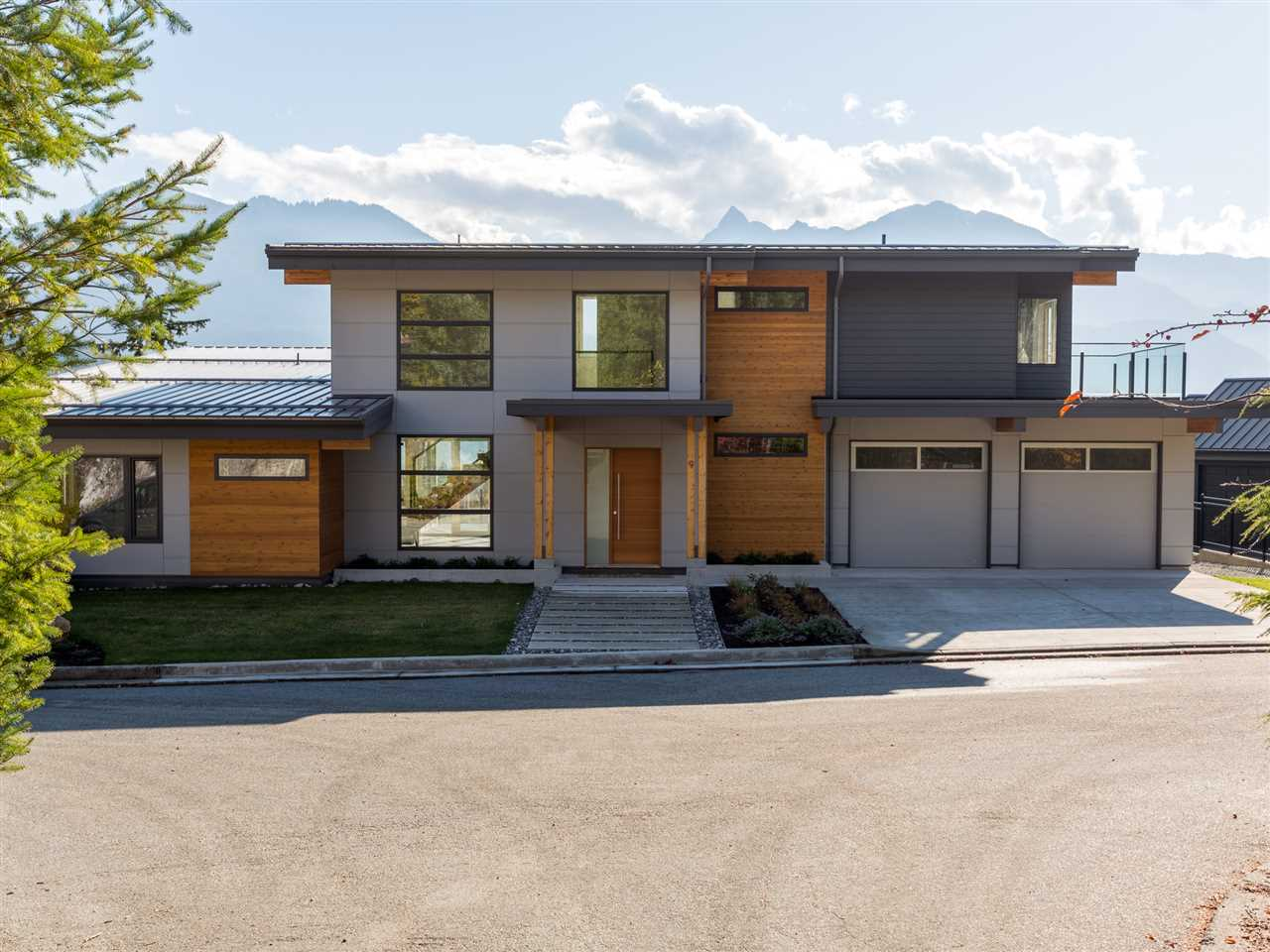 For Sale: 40781 Thunderbird Ridge, Squamish, BC | 4 Bed, 5 Bath House for $2,188,000. See 20 photos!