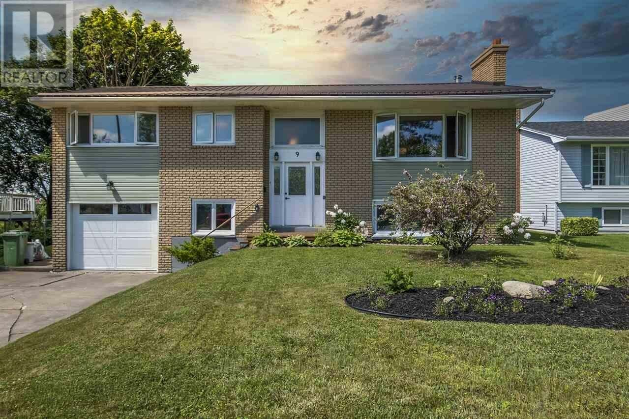 House for sale at 9 Irvin Cross Pl Dartmouth Nova Scotia - MLS: 202011996