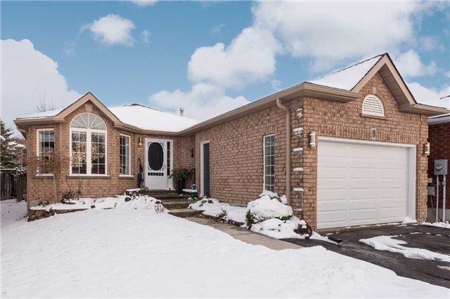 For Sale: 9 Logan Court, Barrie, ON | 2 Bed, 2 Bath House for $555,000. See 18 photos!