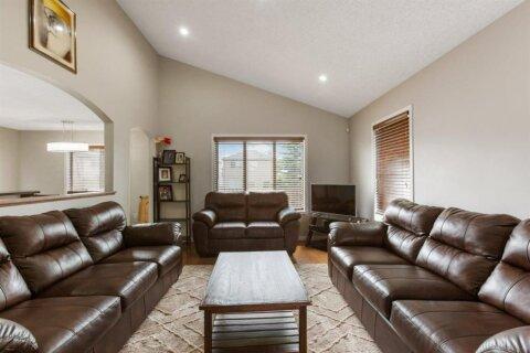 House for sale at 9 Martha's Green NE Calgary Alberta - MLS: A1047718