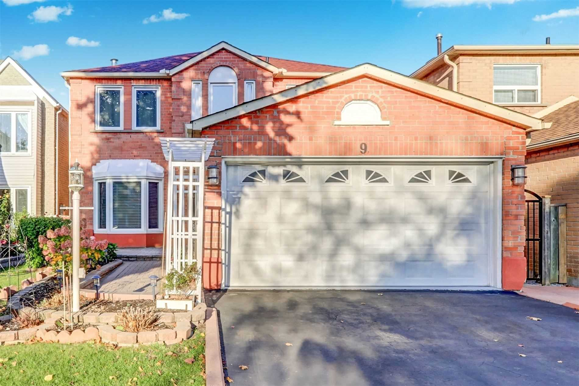 For Sale: 9 Oak Knolls Crescent, Toronto, ON | 4 Bed, 4 Bath House for $999888.00. See 37 photos!