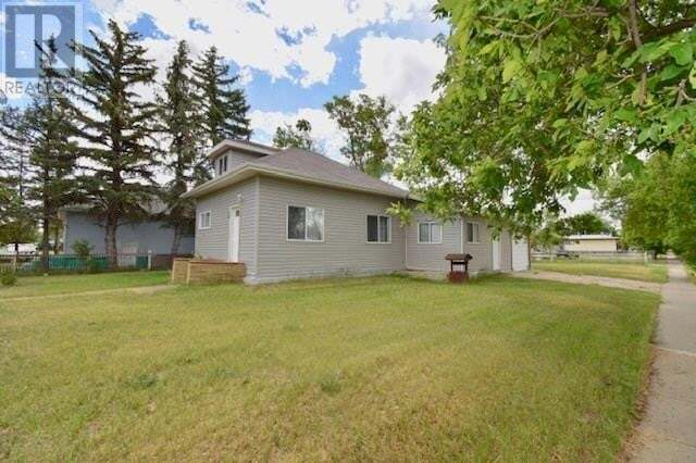 House for sale at 9 Pacific Ave Maple Creek Saskatchewan - MLS: SK811187
