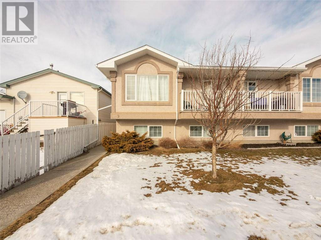 Townhouse for sale at 9 St James Pl N Lethbridge Alberta - MLS: ld0188998