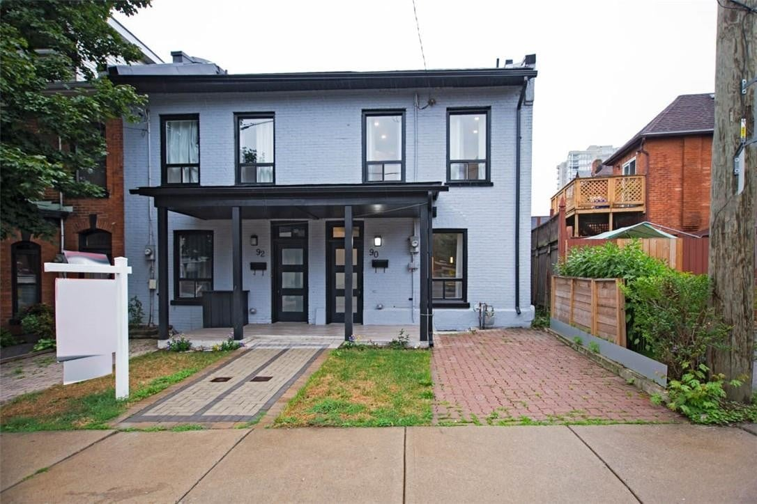 Townhouse for sale at 90 Pearl St N Hamilton Ontario - MLS: H4084324