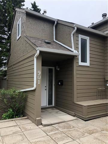 Townhouse for sale at 829 Coach Bluff Cres Southwest Unit 901 Calgary Alberta - MLS: C4257190