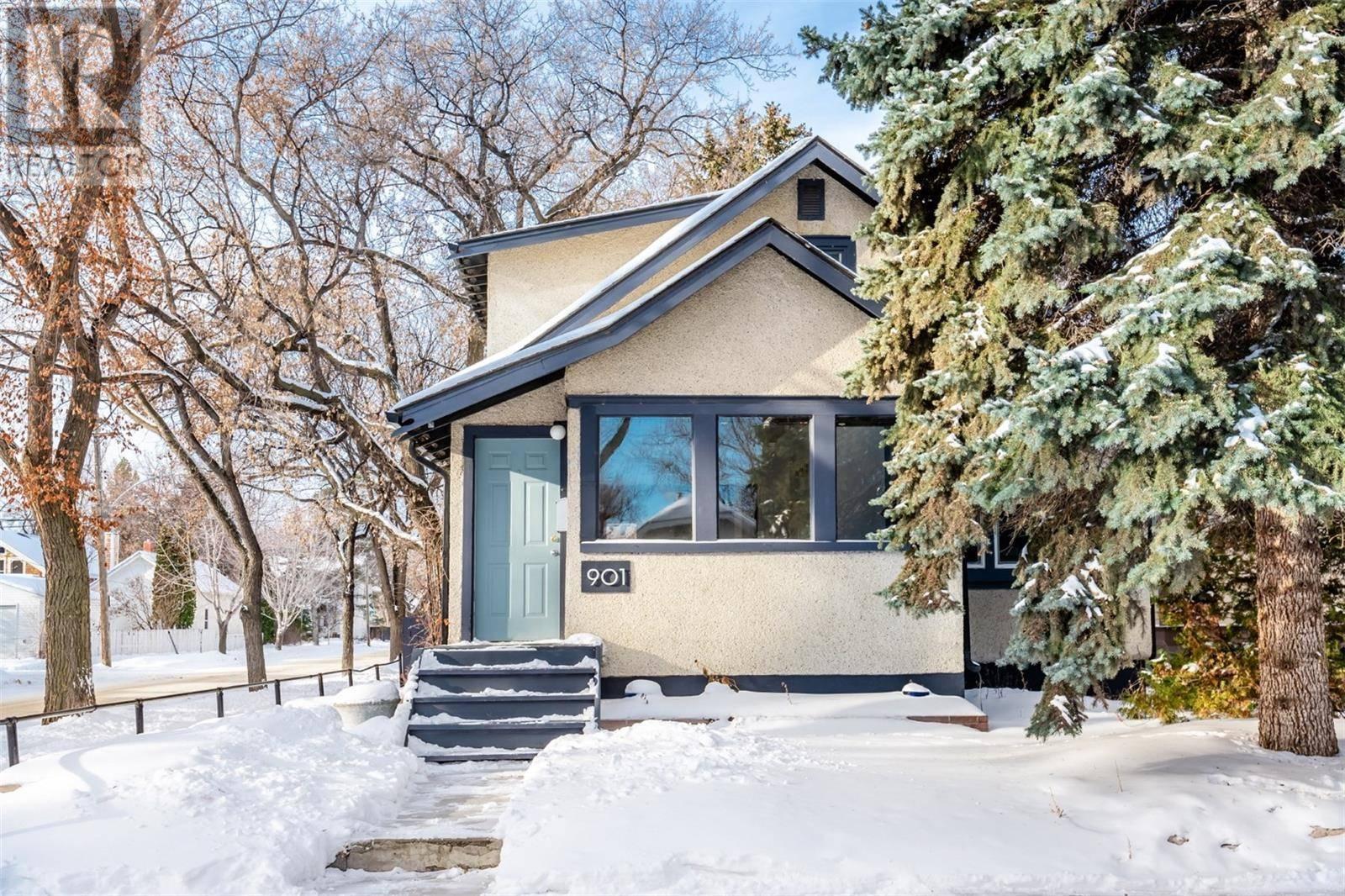 House for sale at 901 9th Ave N Saskatoon Saskatchewan - MLS: SK797514