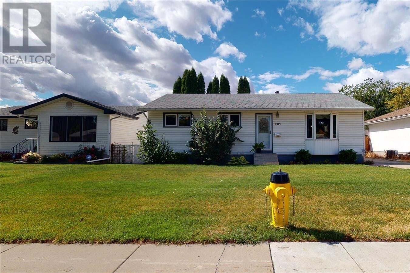 House for sale at 901 W Ave N Saskatoon Saskatchewan - MLS: SK828296