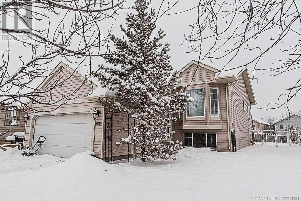 House for sale at 9019 67 Ave Grande Prairie Alberta - MLS: GP213851