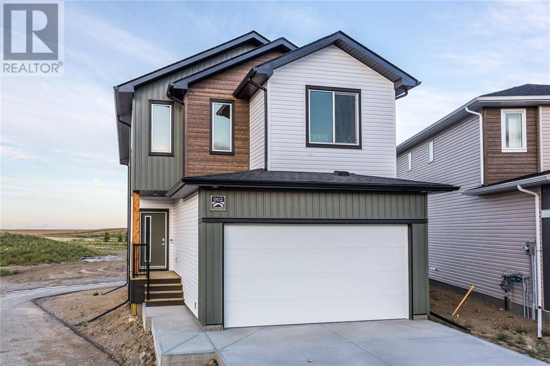 House for sale at 902 Coalbrook Cs W Lethbridge Alberta - MLS: ld0185675