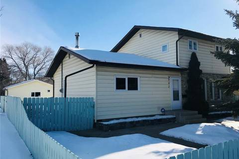 House for sale at 902 M Ave S Saskatoon Saskatchewan - MLS: SK799933