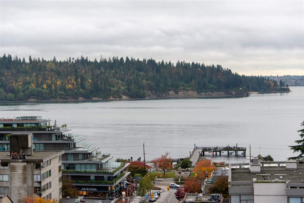 Hemingway Place Condos: 1412 Esquimalt Avenue, West Vancouver, BC