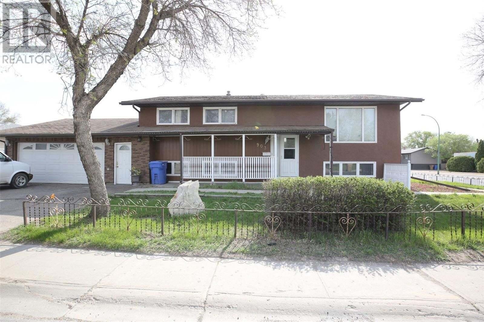 House for sale at 903 Broad St N Regina Saskatchewan - MLS: SK809505
