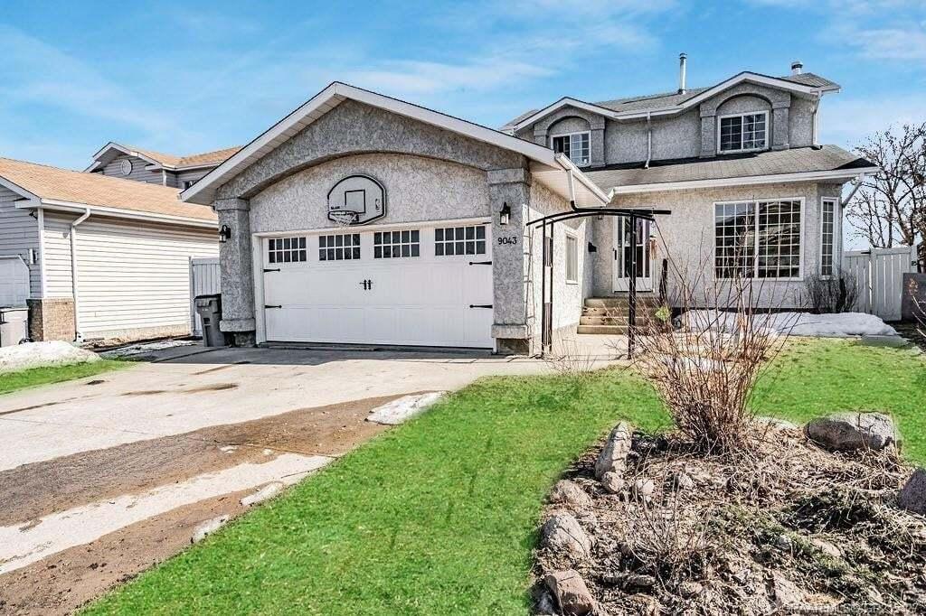House for sale at 9043 106 Ave Grande Prairie Alberta - MLS: GP215427