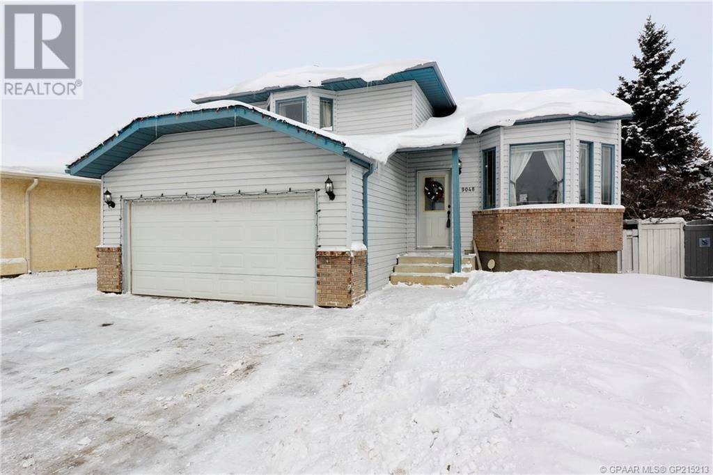 House for sale at 9048 105 Ave Grande Prairie Alberta - MLS: GP215213