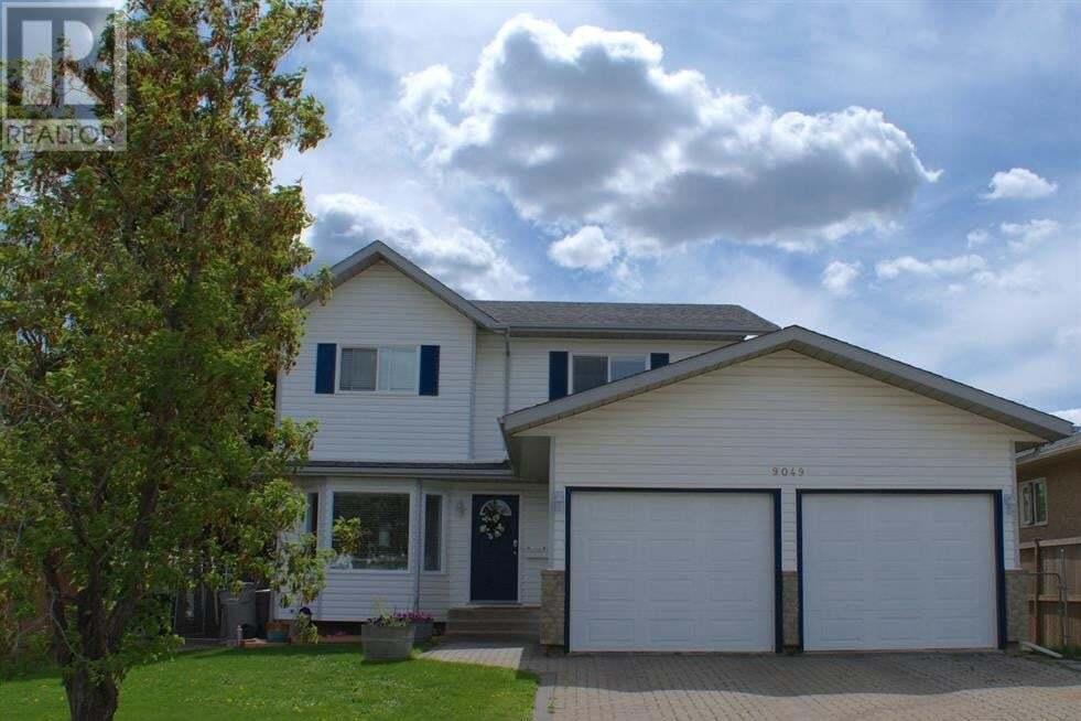 House for sale at 9049 102 Ave Grande Prairie Alberta - MLS: GP215305