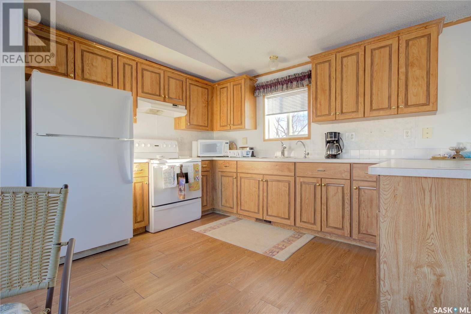 Home for sale at 905 1st St S Hanley Saskatchewan - MLS: SK824394