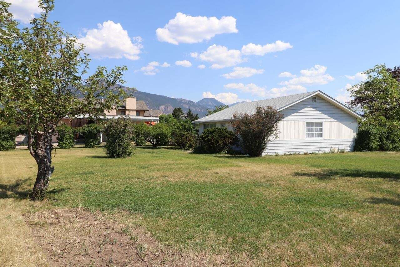 House for sale at 905 5th Avenue  Invermere British Columbia - MLS: 2453604