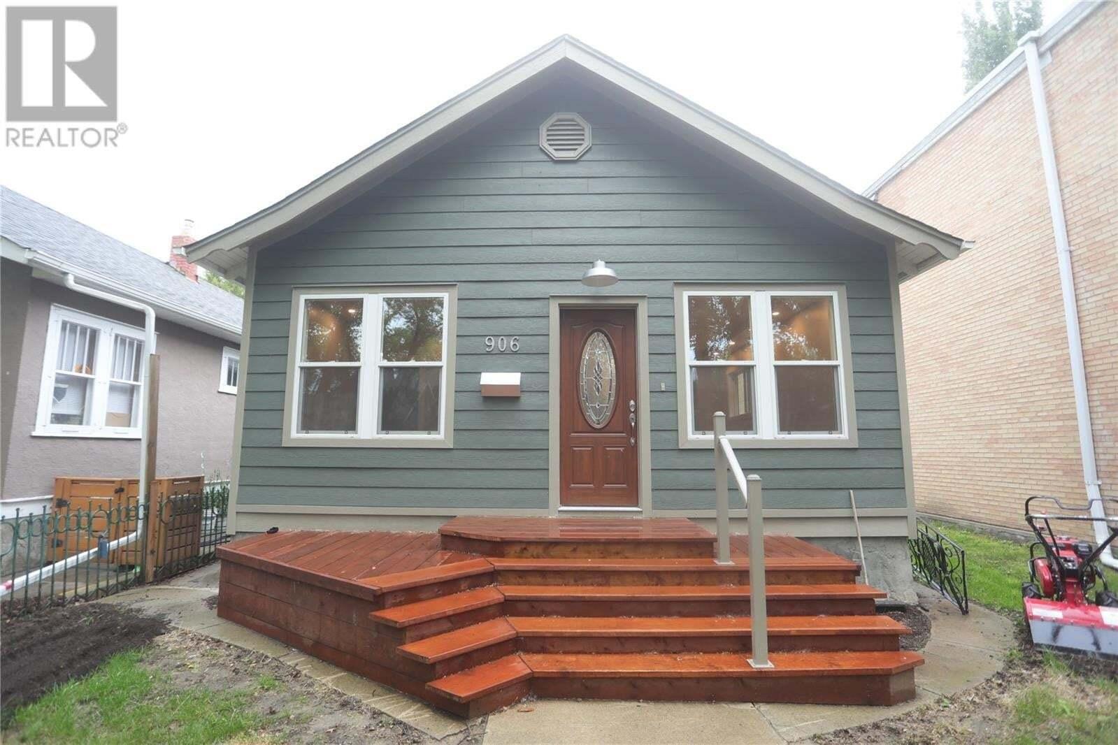 House for sale at 906 6th Ave N Saskatoon Saskatchewan - MLS: SK818577