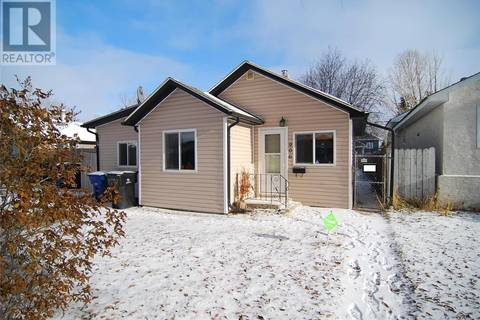 House for sale at 906 L Ave N Saskatoon Saskatchewan - MLS: SK791184