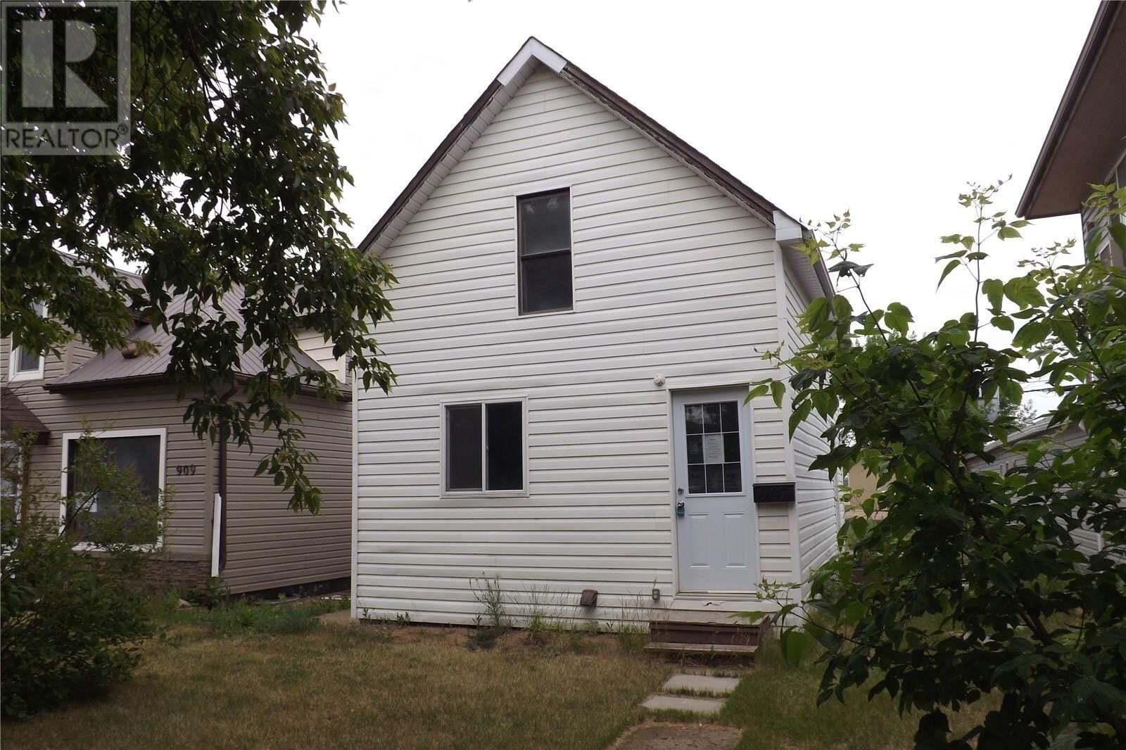 House for sale at 907 4th St Estevan Saskatchewan - MLS: SK830451