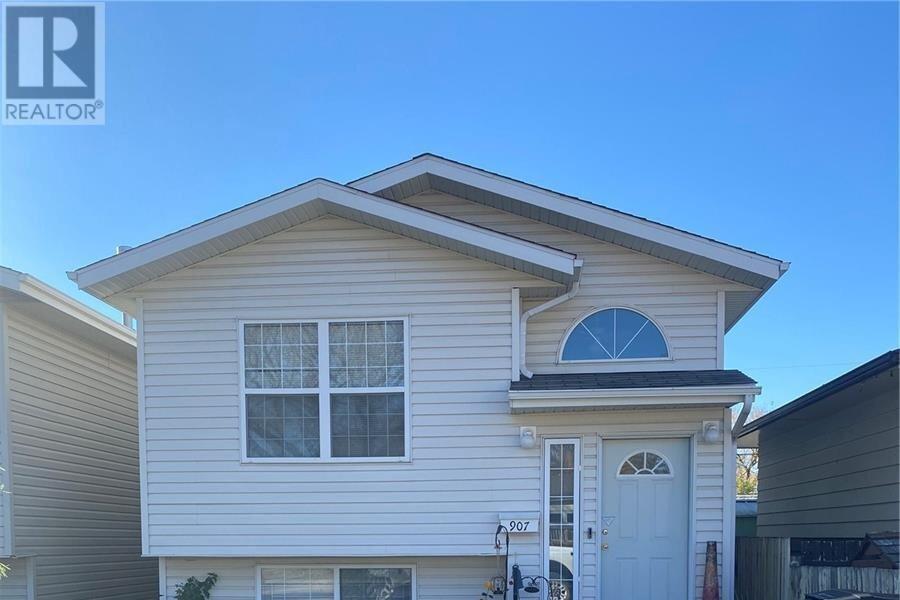 House for sale at 907 K Ave N Saskatoon Saskatchewan - MLS: SK829002