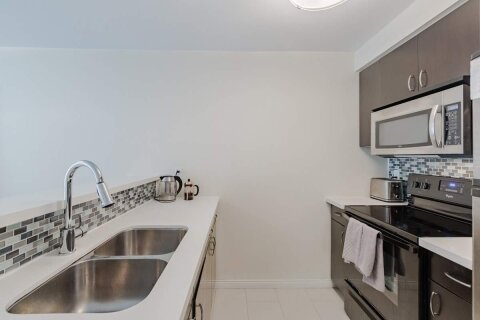 Apartment for rent at 10 Queens Quay Unit 909 Toronto Ontario - MLS: C4998997