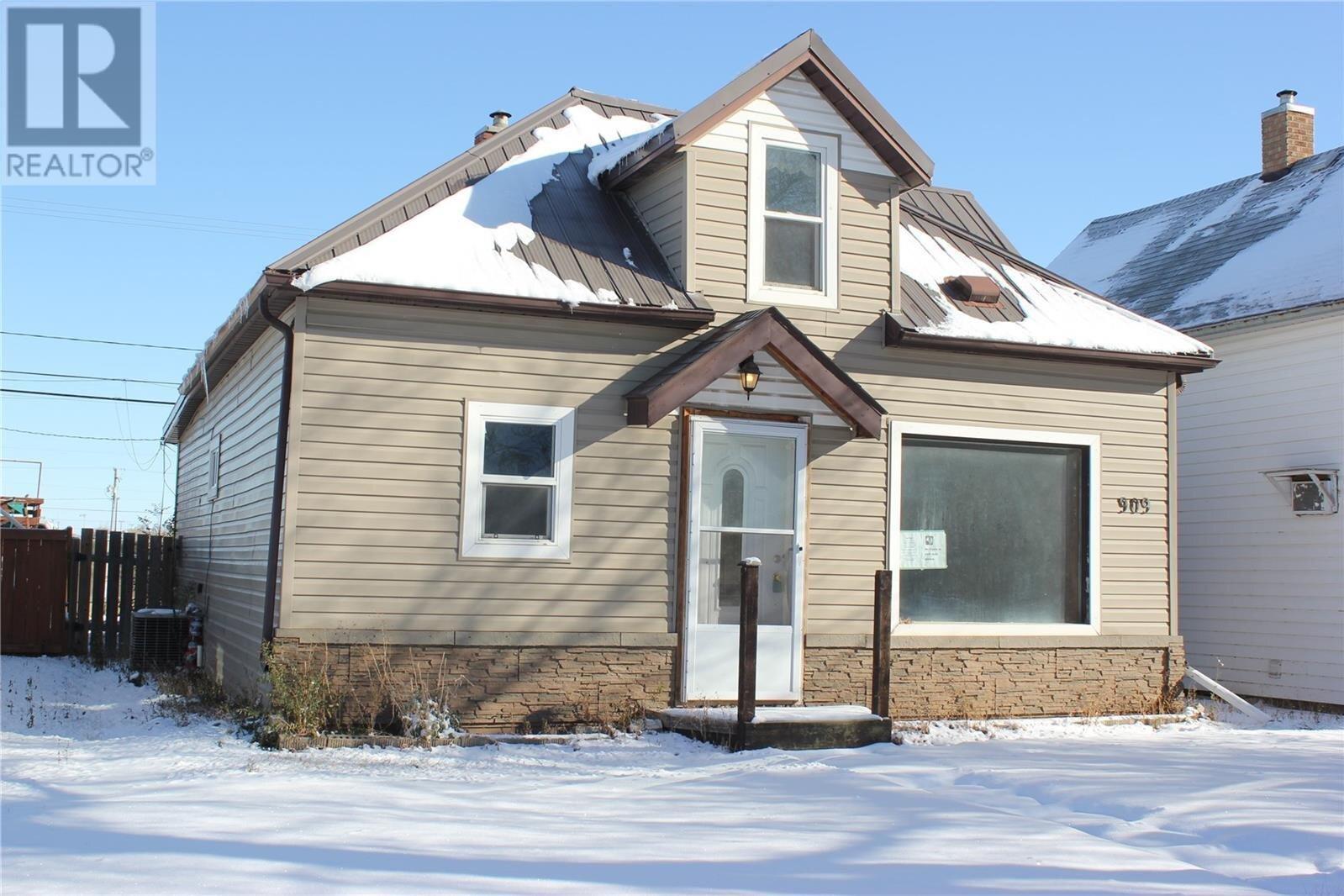 House for sale at 909 4th St Estevan Saskatchewan - MLS: SK831241