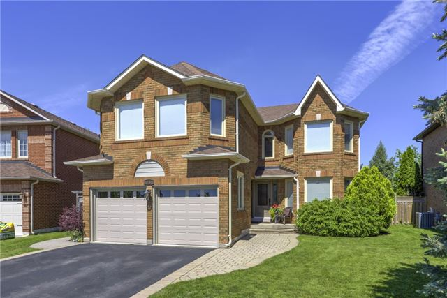 For Sale: 91 Fernlea Crescent, Oakville, ON | 5 Bed, 3 Bath House for $1,368,000. See 20 photos!