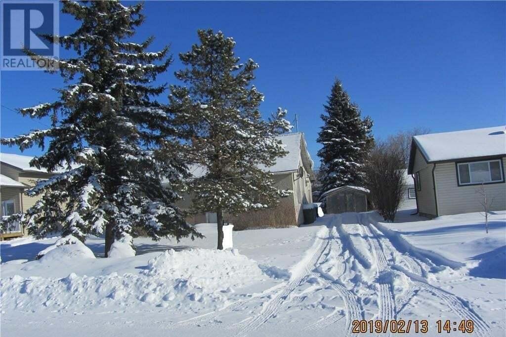 House for sale at 910 6th Ave Beaverlodge Alberta - MLS: GP202137