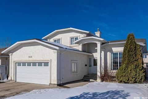 House for sale at 910 Pezer Cres Saskatoon Saskatchewan - MLS: SK800109