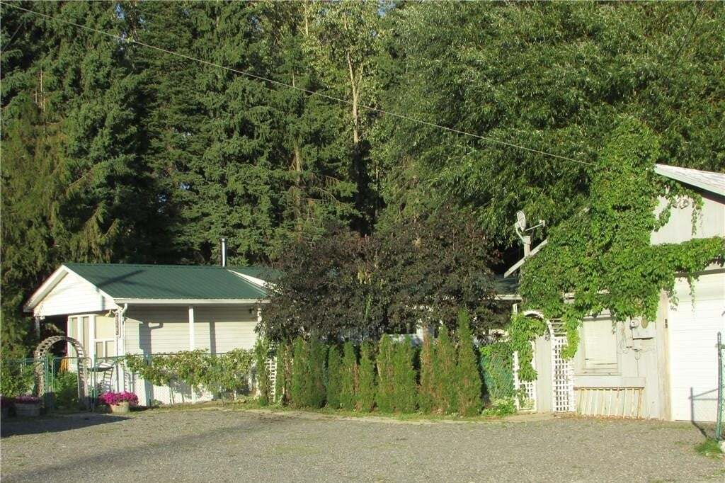 House for sale at 9109 Highway 3 & 95  Yahk British Columbia - MLS: 2430925