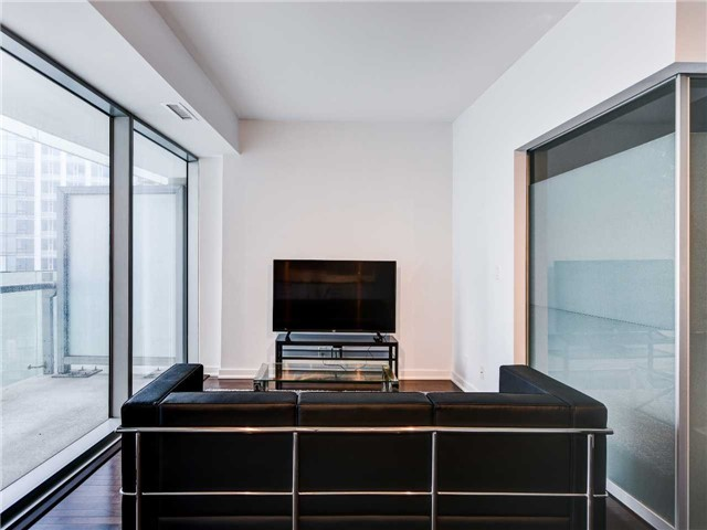 For Rent: 911 - 12 York Street, Toronto, ON | 1 Bed, 1 Bath Condo for $2,400. See 20 photos!