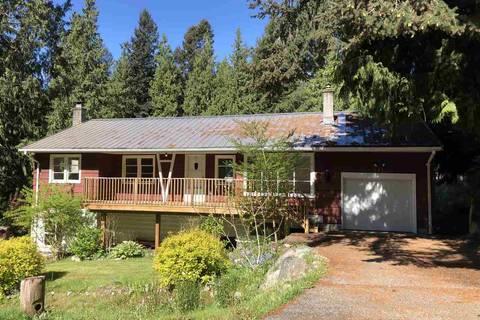 House for sale at 911 Cheryl Ann Park Rd Roberts Creek British Columbia - MLS: R2454107