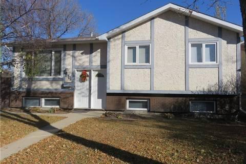 House for sale at 911 Devonshire Dr Regina Saskatchewan - MLS: SK768018