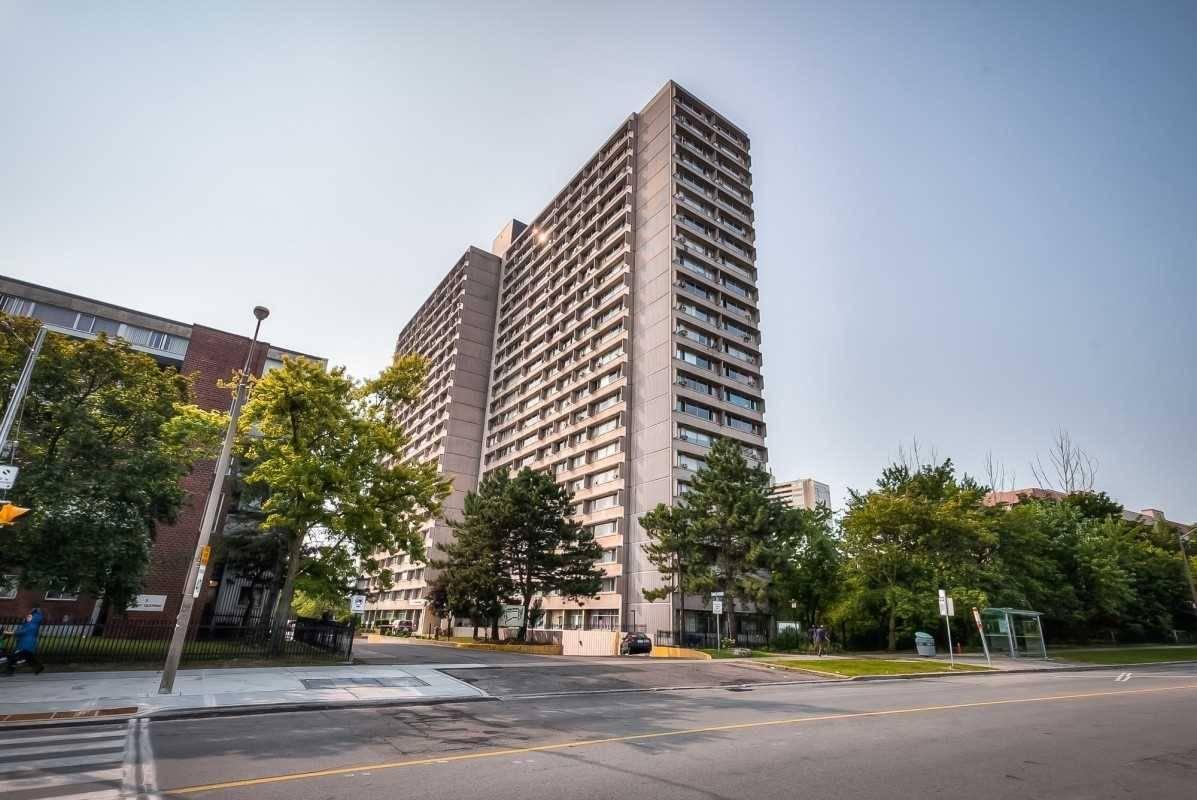 Buliding: 10 Sunny Glenway Glwy, Toronto, ON