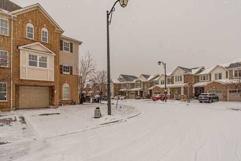 Townhouse for sale at 912 Ambroise Cres Milton Ontario - MLS: W4699509